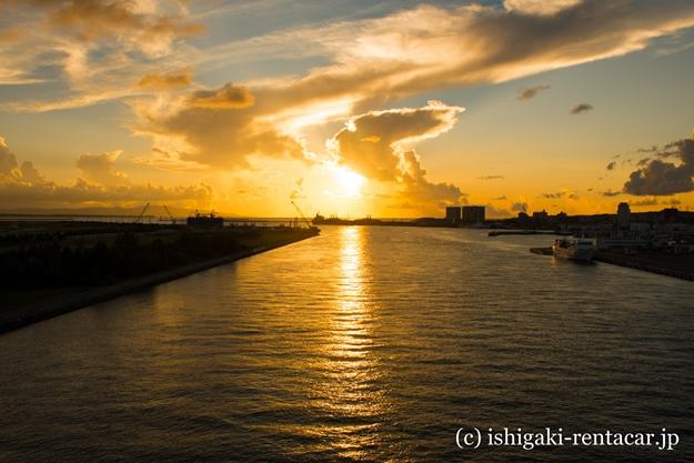 石垣島サザンゲートブリッジの夕日